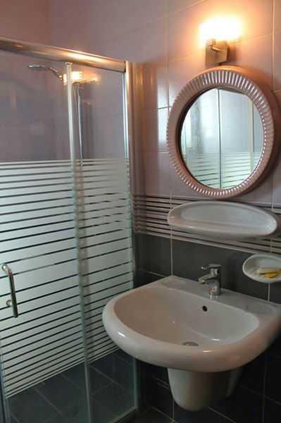 الغور /الشونة الجنوبية / <br> <br>غرفتين نوم  <br>٣ حمامات...
