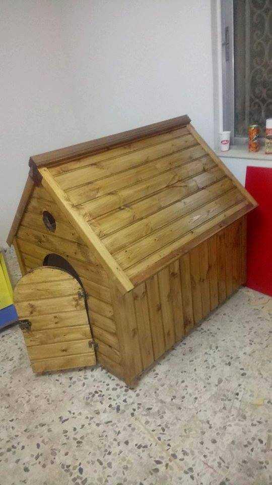 بيوت خشب للقطط والكلاب متوفر عدة احجام للاستفسار يرجى ارسال واتس اب...