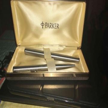-                          طقم قلم باركر...