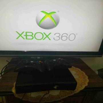 -                          اكس بوكس 360 نظيف جدا...