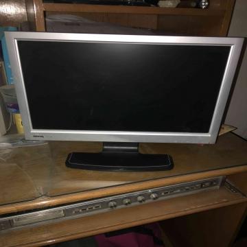 -                          شاشة كمبيوتر LCD...