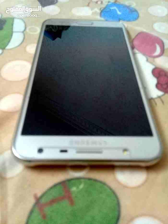 iphone x 256gb-  جهاز J7 بحاله ممتازه...