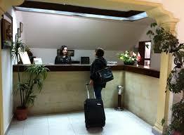 -                          مطلوب موظف وموظفة استقبال للعمل بفنادق...