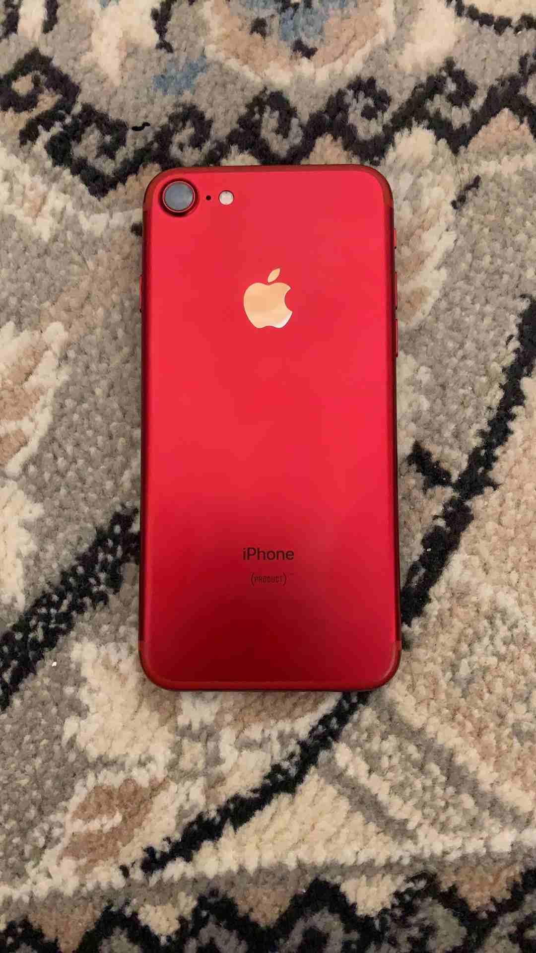 للبيع ايفون 7 احمر نظيف...