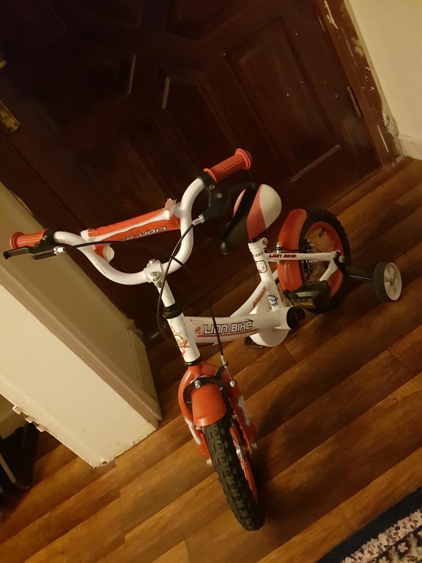 للبيع سيارة كهربائية-  دراجة اولاد لا تنسَ أنك...