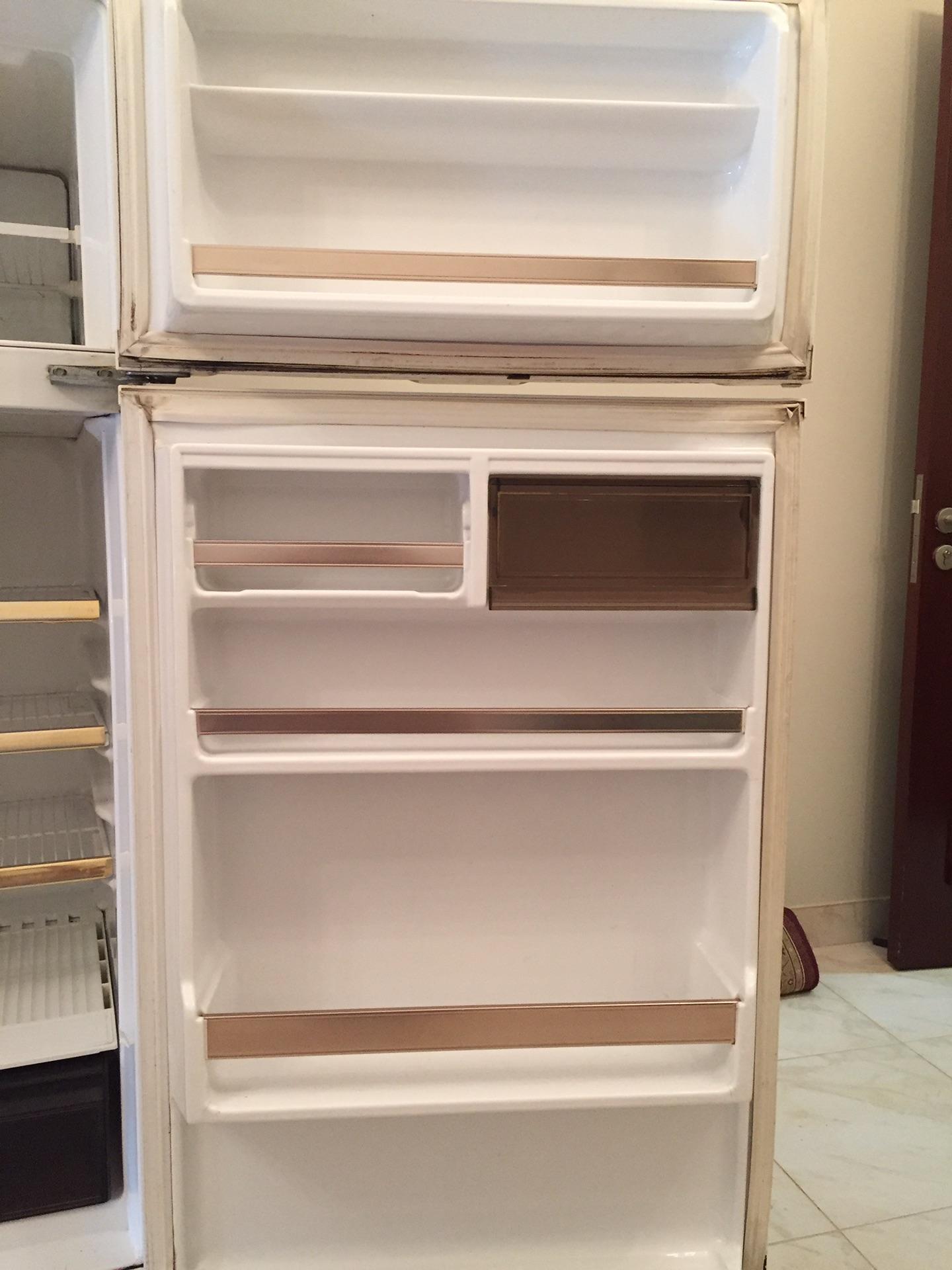 Hitachi latest model fridge with 2 doors up and down-  ثلاجة جيبسون للبيع الدمام...