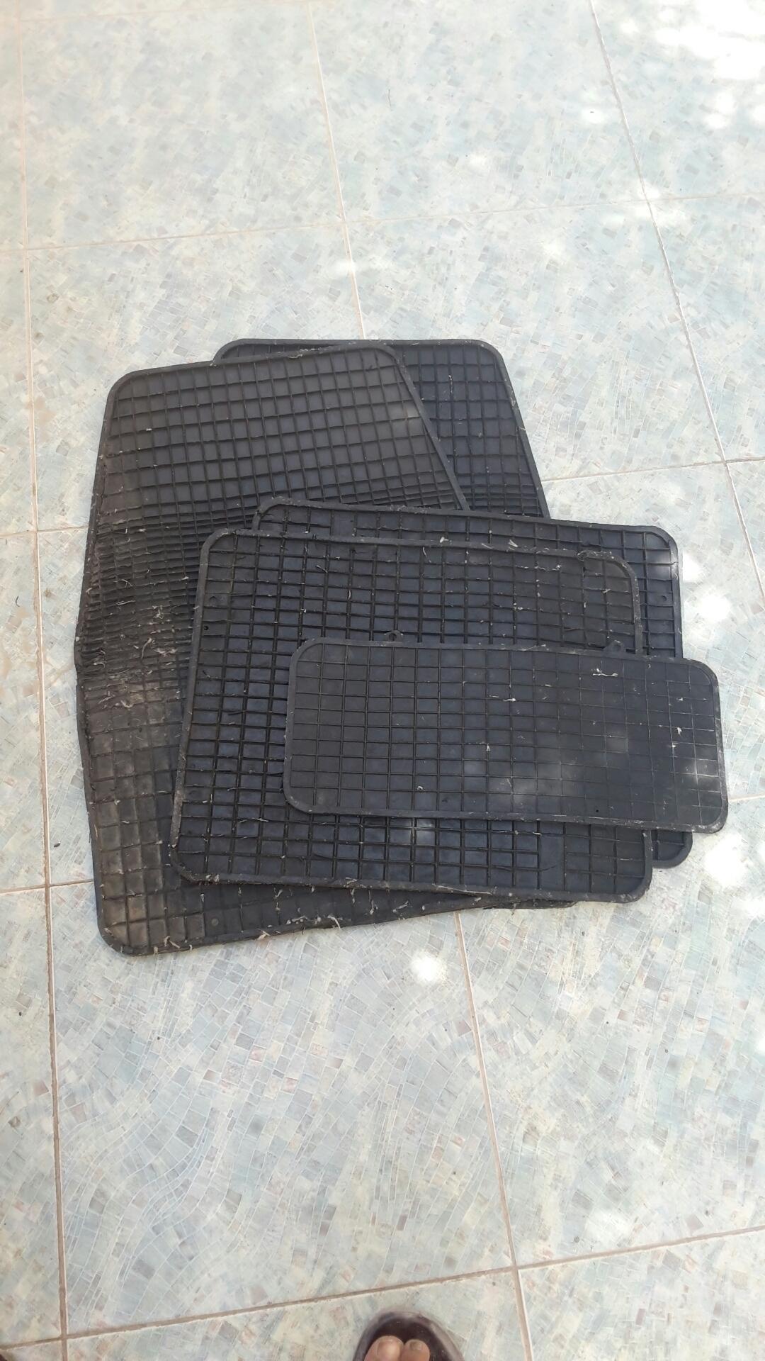 نيسان سنترا 1.6L S 2014 مستعملة-  عدد 5 قطع فرش دواسات...