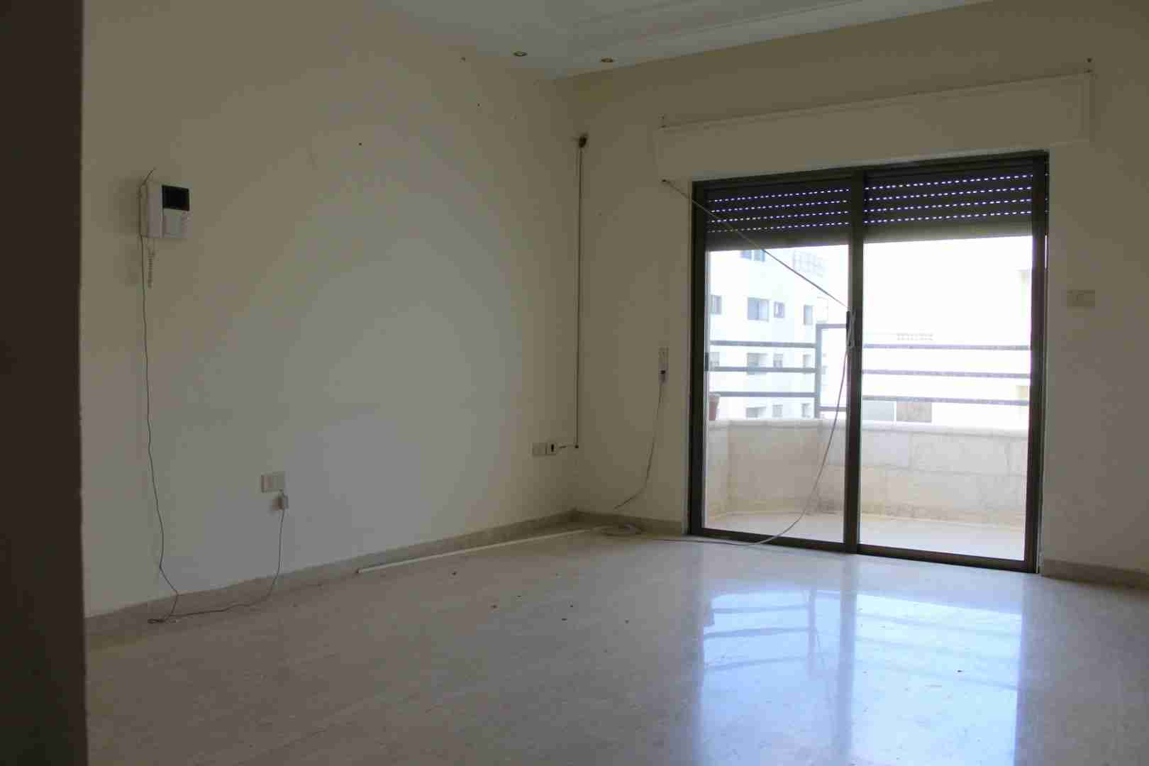 Huge Studio Apartment in JVC-  للايجار شقة فارغة سوبر...