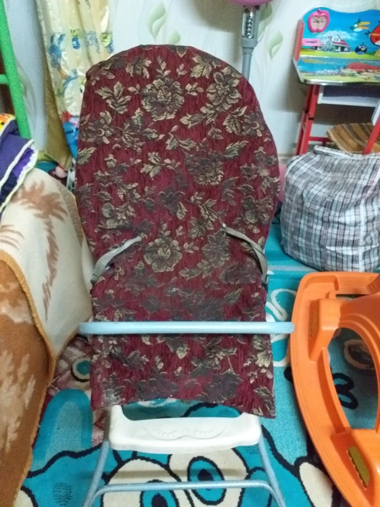 سرير وكرسي اطفال...