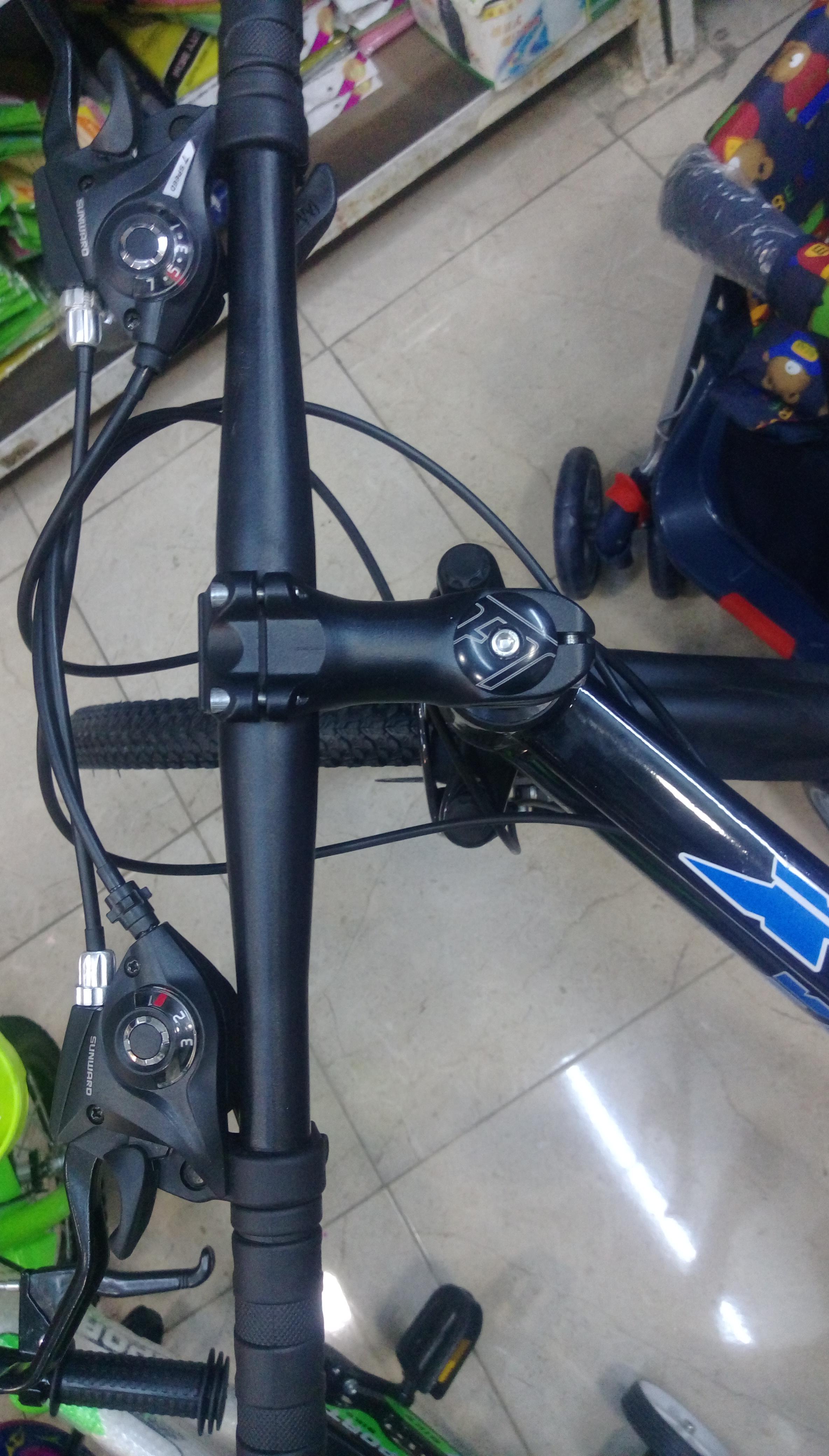للبيع سيارة كهربائية-  دراجه هوائيه مقاس 26 انش...