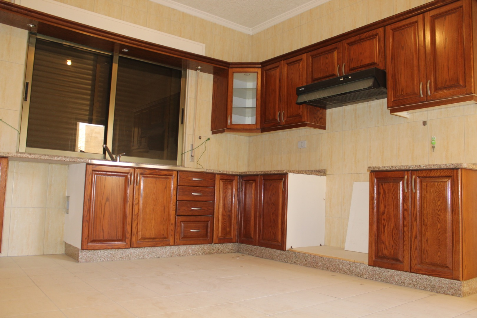 Furnished apartment for rent in Majestic Towers-  للايجار شقة فارغ سوبر...