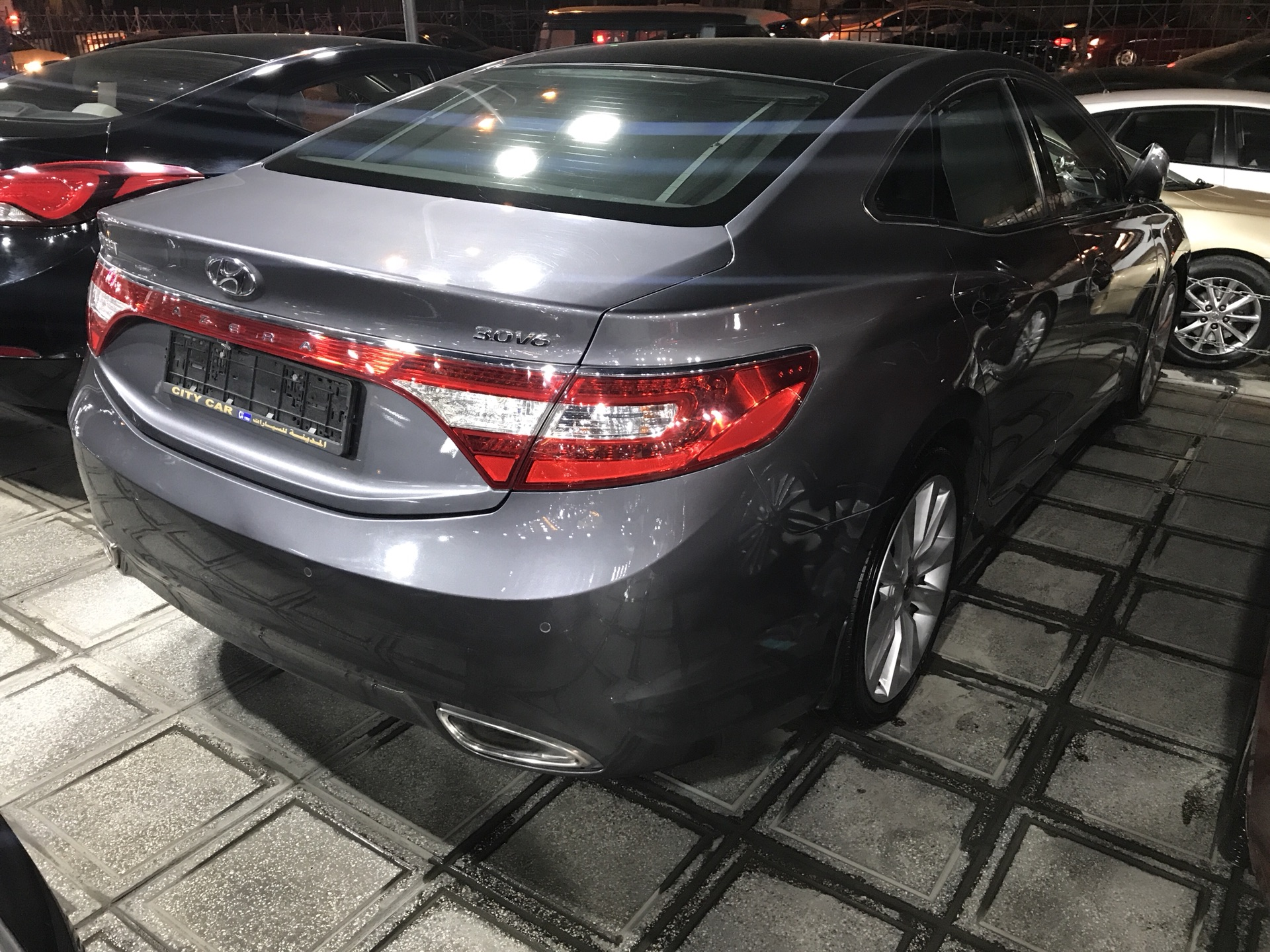 I want to sell my 2015 Lexus LX 570 4WD 4dr, i am moving out of the country, the car has been used only few times, No mechanical Fault, No accident, Single Owne-  هونداي ازيرا 2014 v6 لا...