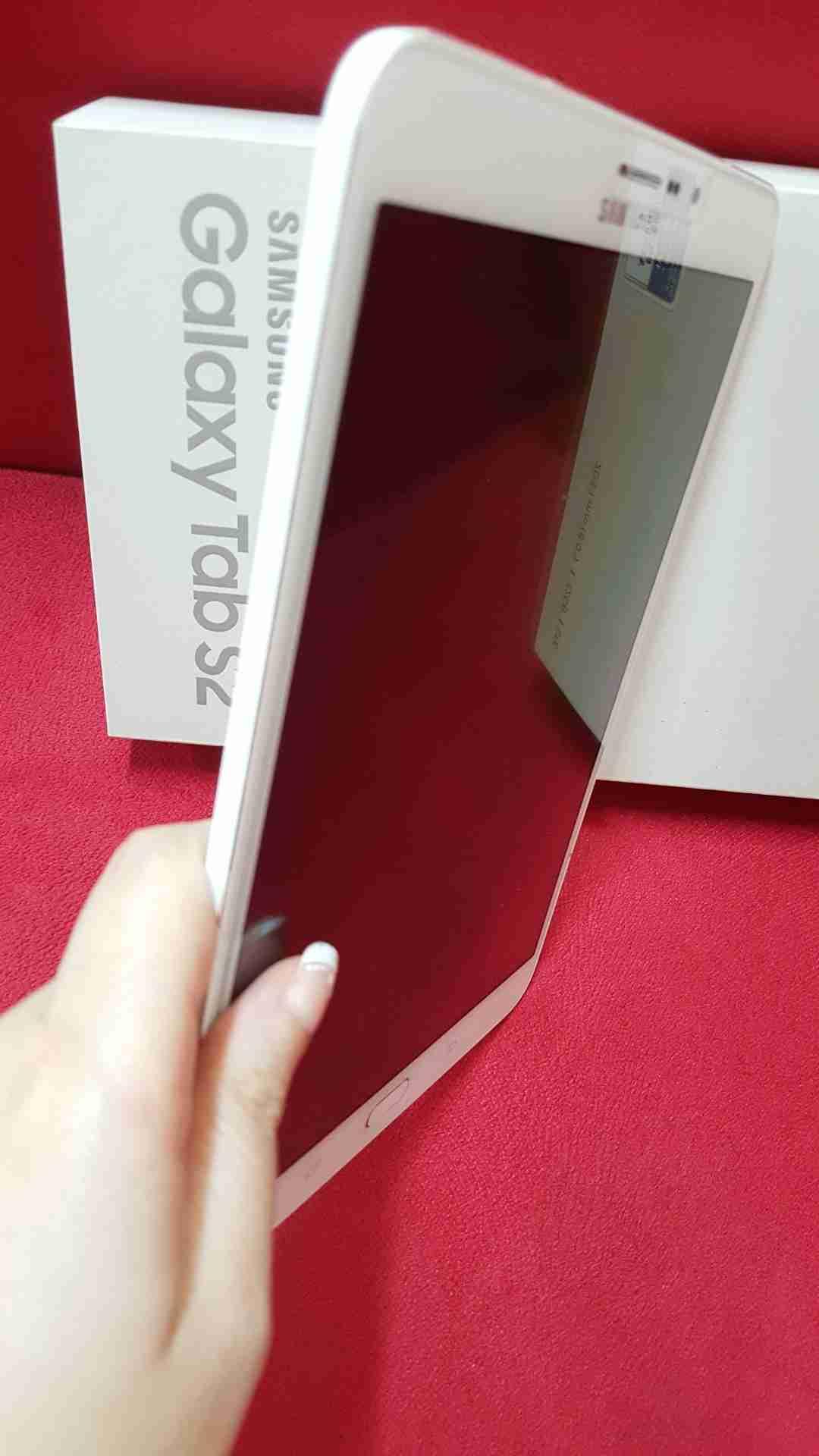 ايباد 2 /64 جيجا/يوجد sim card/ للبيع-  Galaxy Tab S2 أبيض لا...
