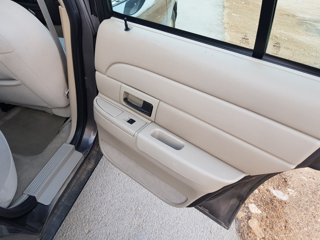 I am advertising my 2018 Lexus LX 570for sale, the car is in perfect condition and it runs on low mileage, contact me for more information regarding the s-  للبيع فورد فكتوريا 2011...