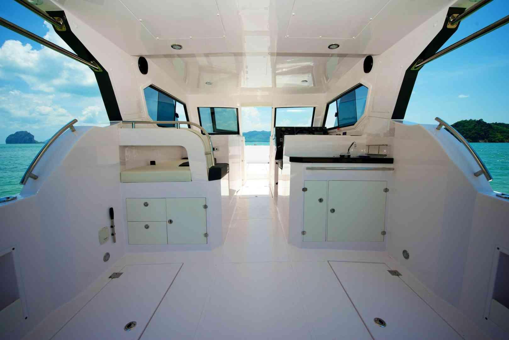 [a]https%3A%2F%2Fwww.yachtrentaldubai.ae%2F[/a] توب تشارترز لتأجير اليخوت-  قارب ماركة سيلفر كرافت 36...