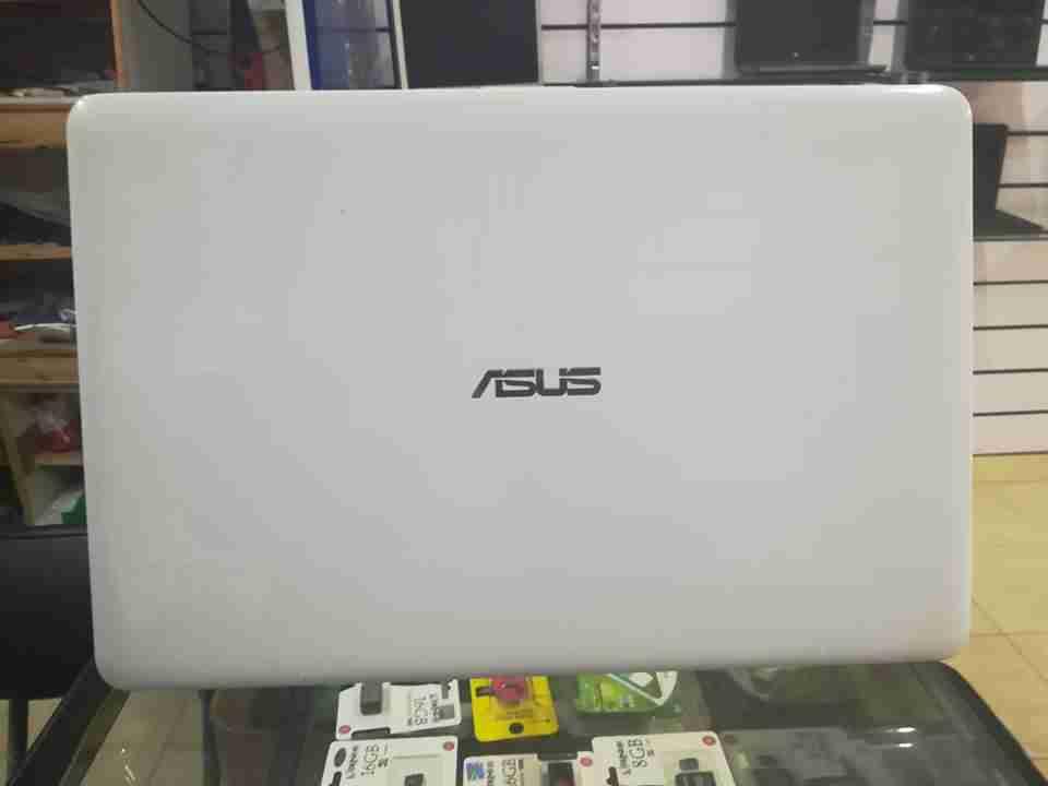 كمبيوتر قيمنق مع (شاشة4K) وكيبورد وماوس و ماوس بات-  ASUS K541U Ci5 7th Gen لا...