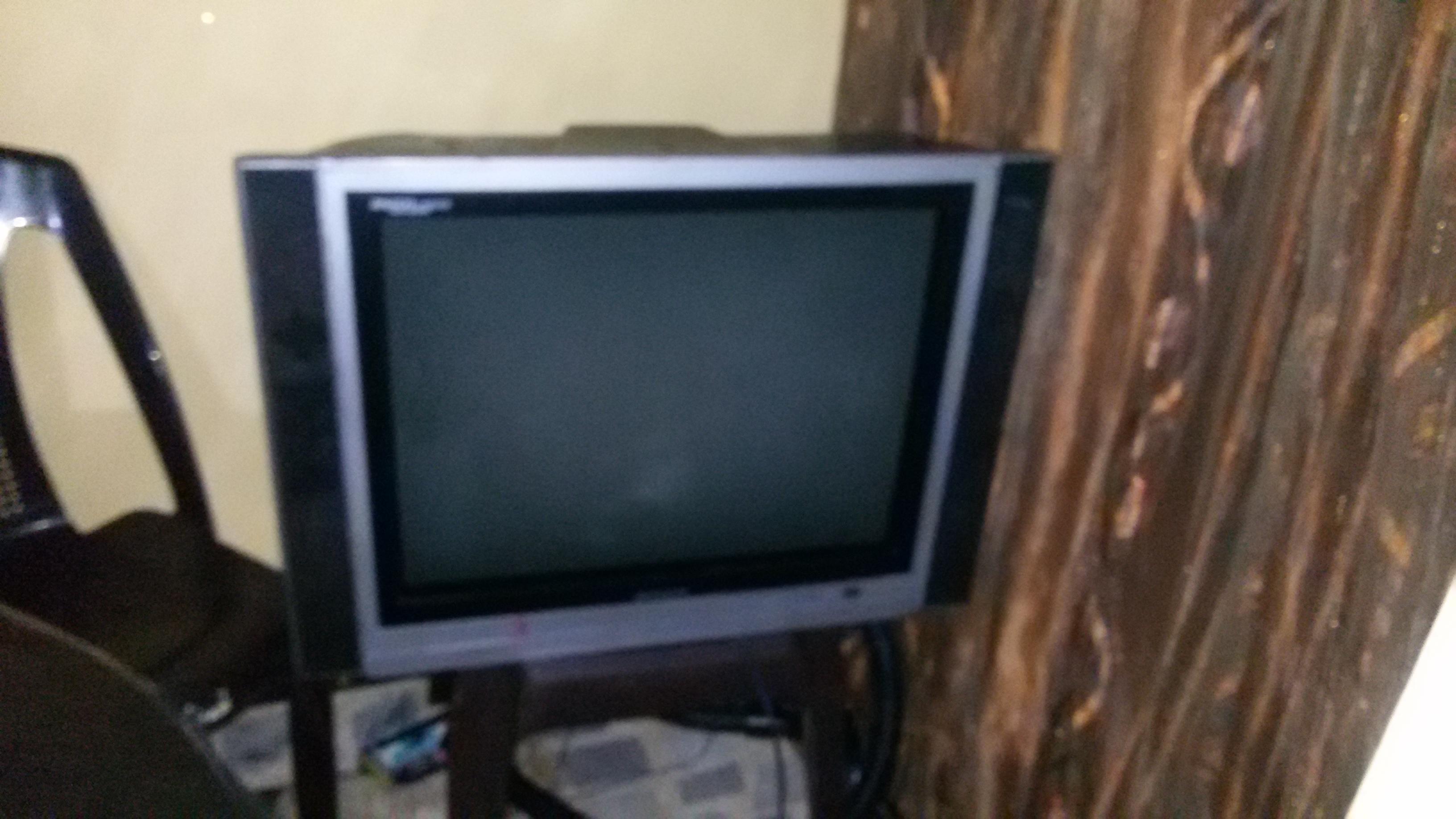 شاشه كمبيوتر-  تلفزيون نوع هونداي حجم...