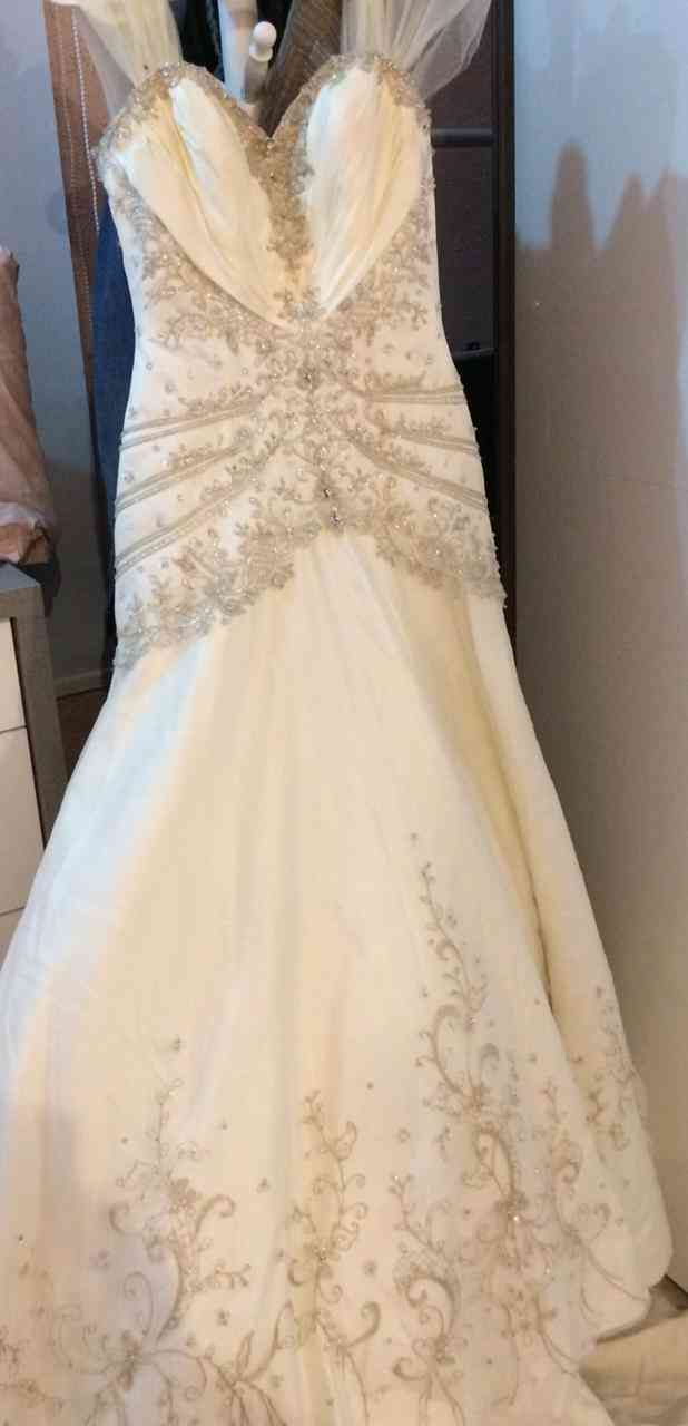 (SHERRY HILL) <br>Evening dresses and weddings <br>The most powerful offers on the occasion of the opening <br> <br>Choose any 2 dress and pay only one price -  فستان زواج للبيع لا تنسَ...