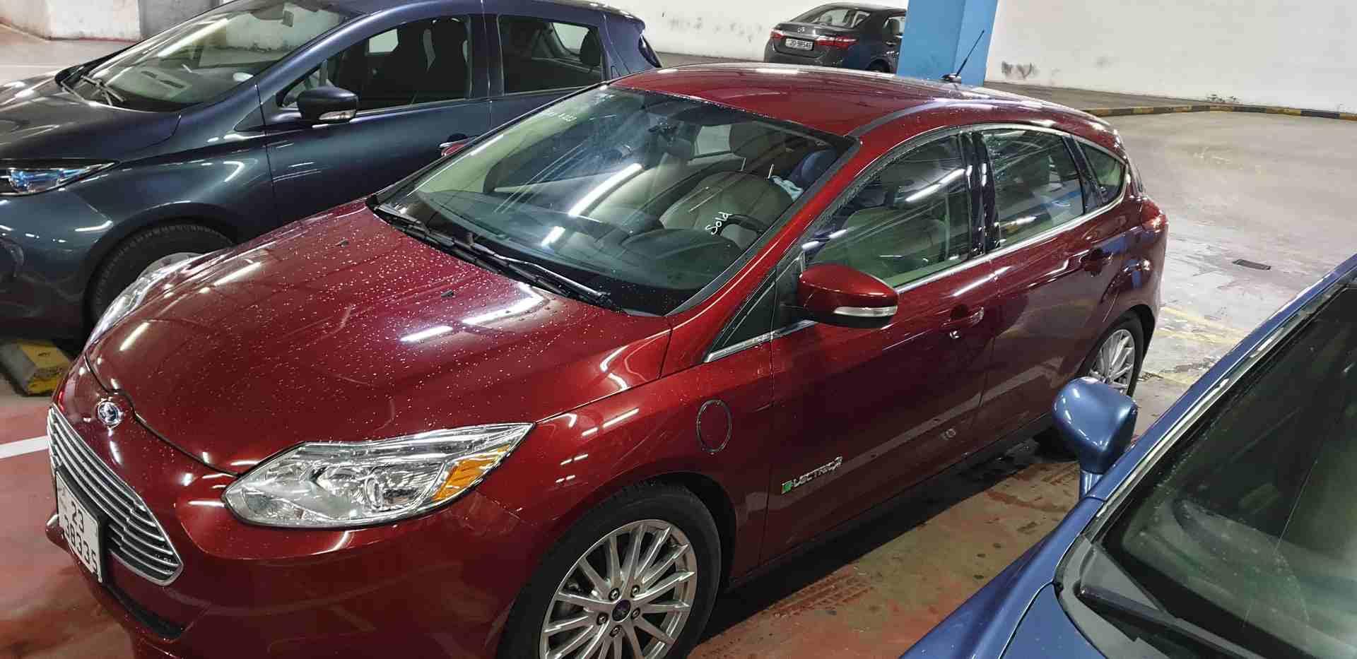 2016 Nissan patrol le platinum-  فورد فوكس لون خمري مميز...