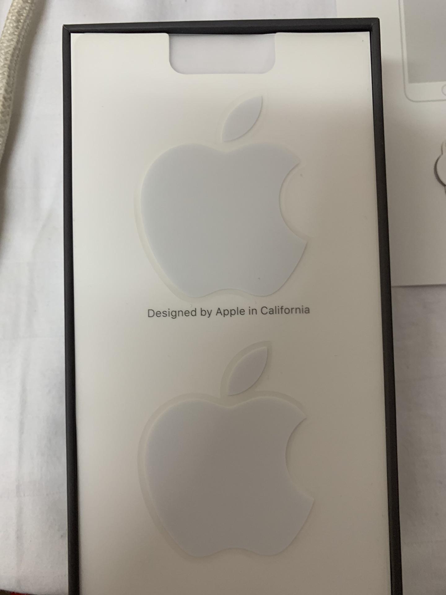 Apple Iphone 8 256GB GOLD COLOUR-  استعمال شهرين لا تنسَ أنك...