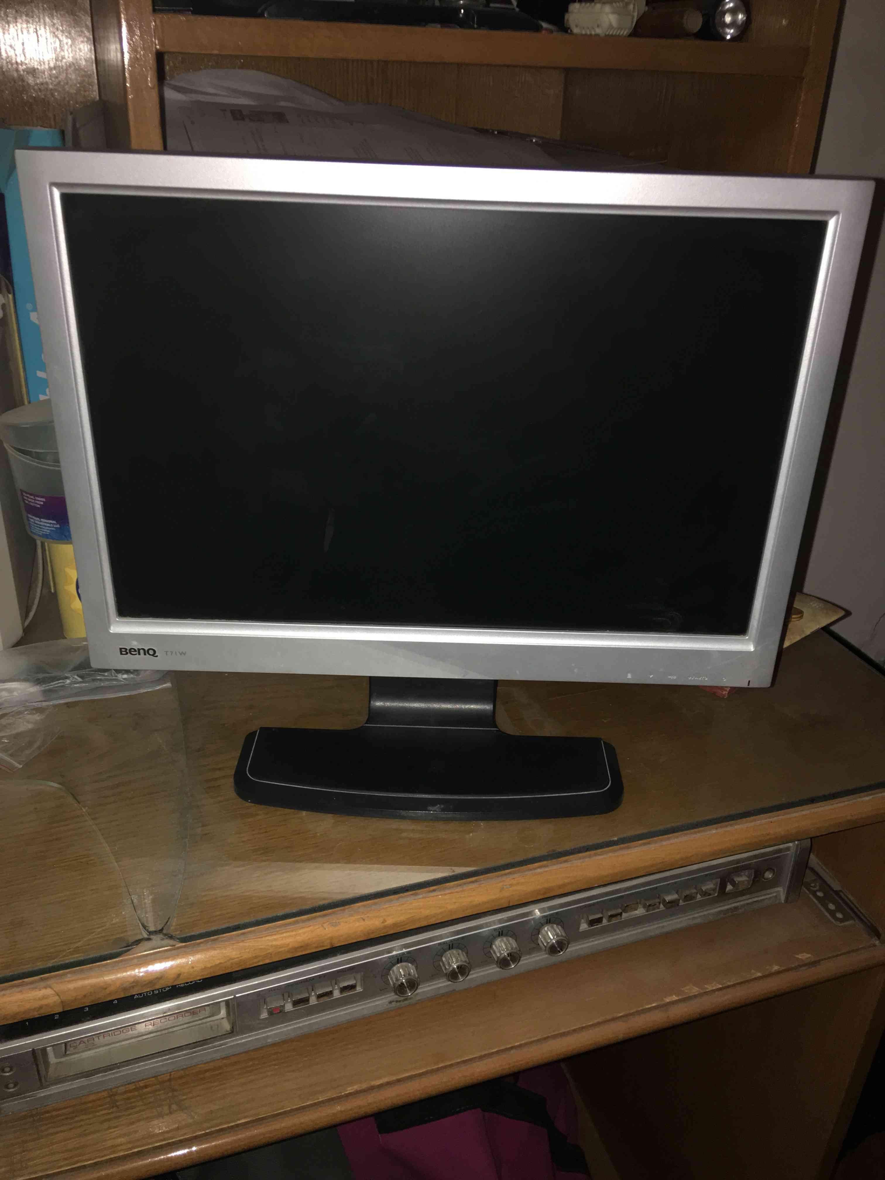 شاشة كمبيوتر LCD...