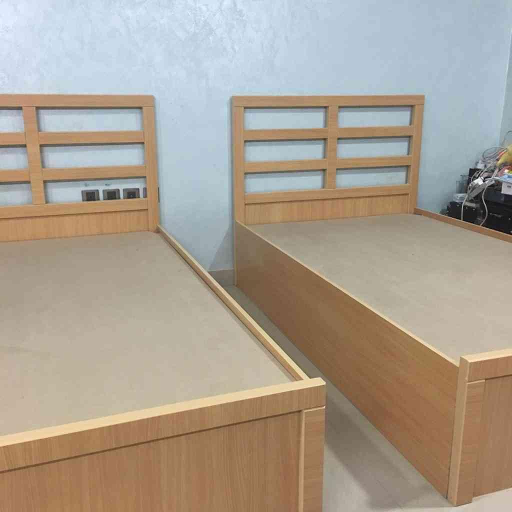 سريران مفرد للبيع شبه جديد...