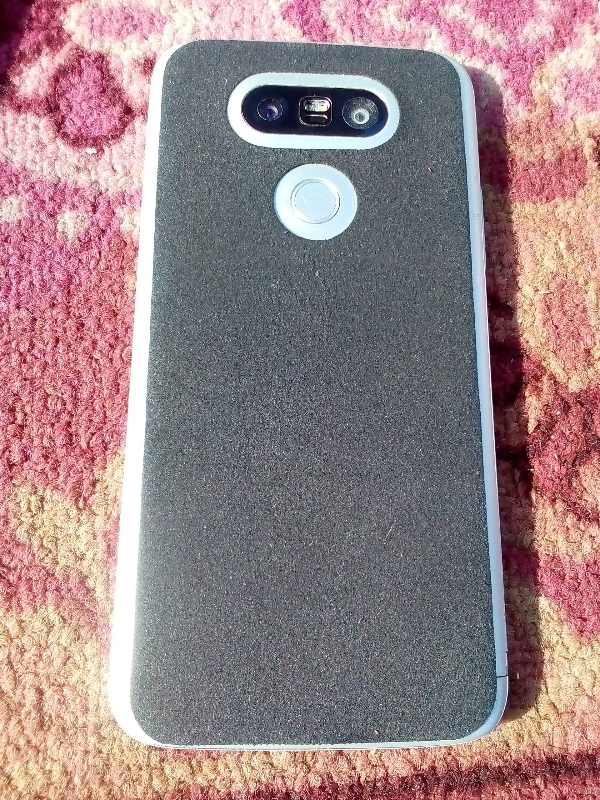 ايفون اكس اس XS مستعمل خفيف جدا ب 2000 درهم كاش-  ال جي 5 مستعمل بحاله...