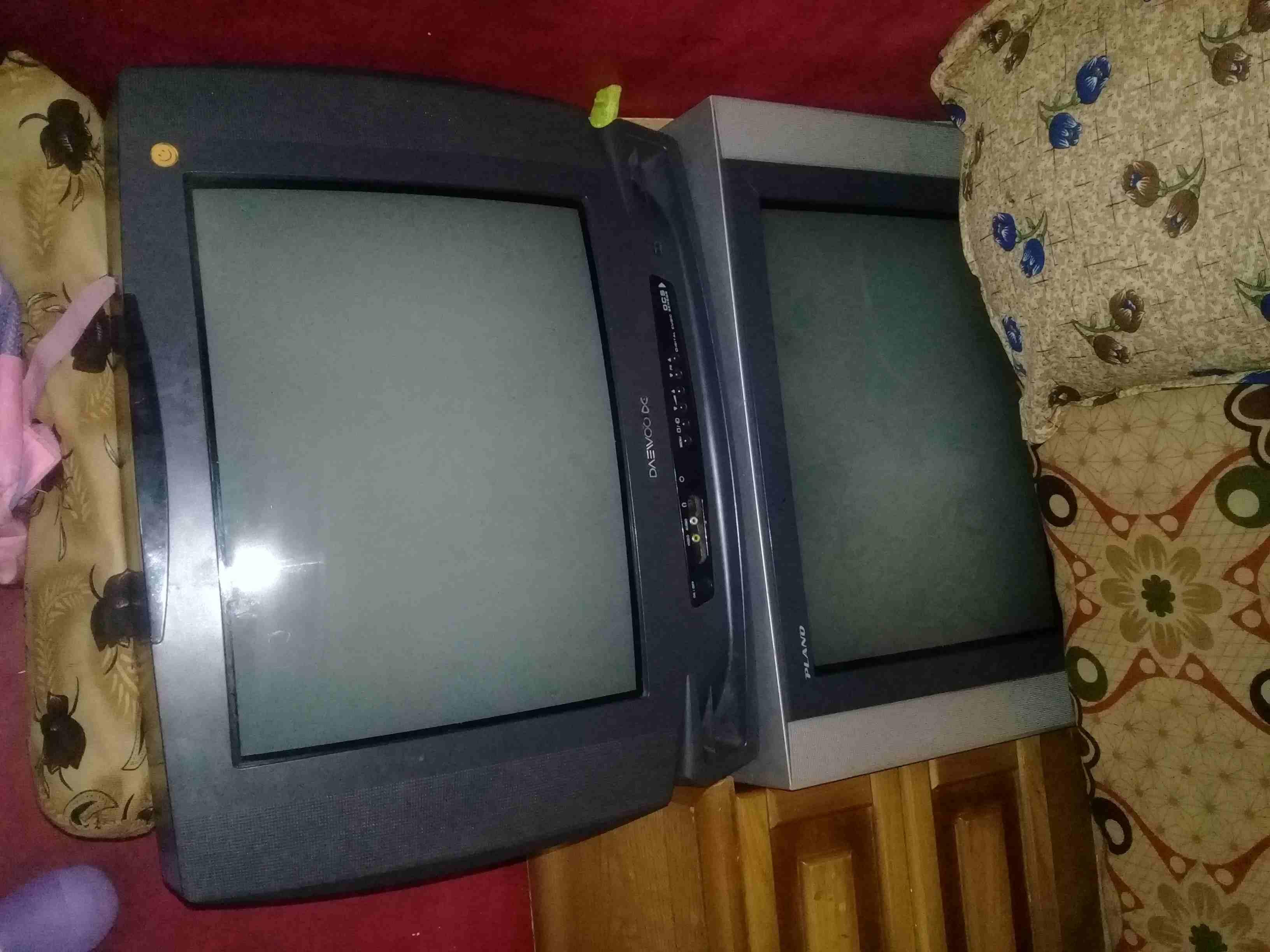 Tv for sale-  تلفزيون عدد 2 واحد...