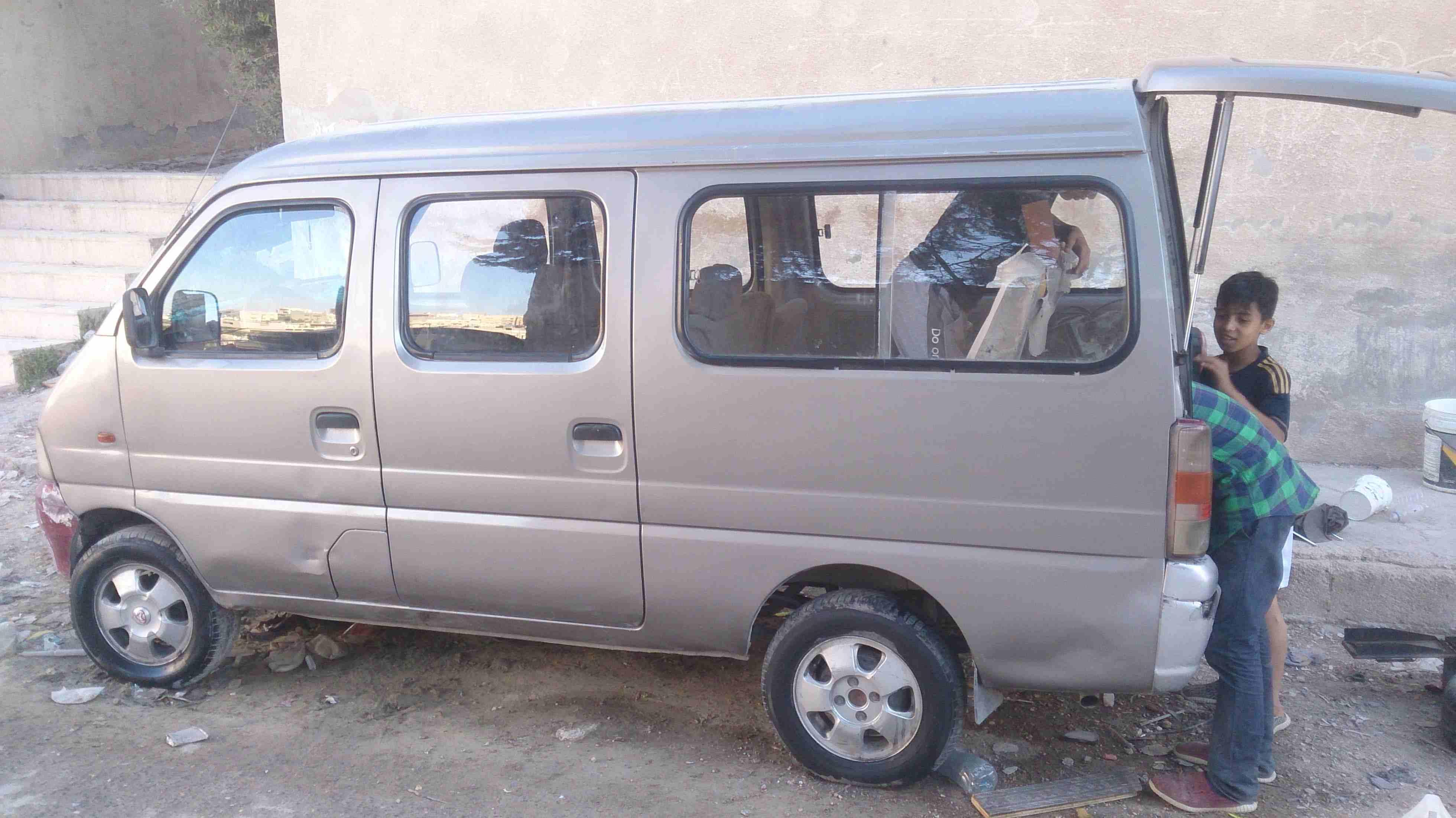 للبيع باسات خليجي 2009-  باص شانا صيني 7 ركاب...