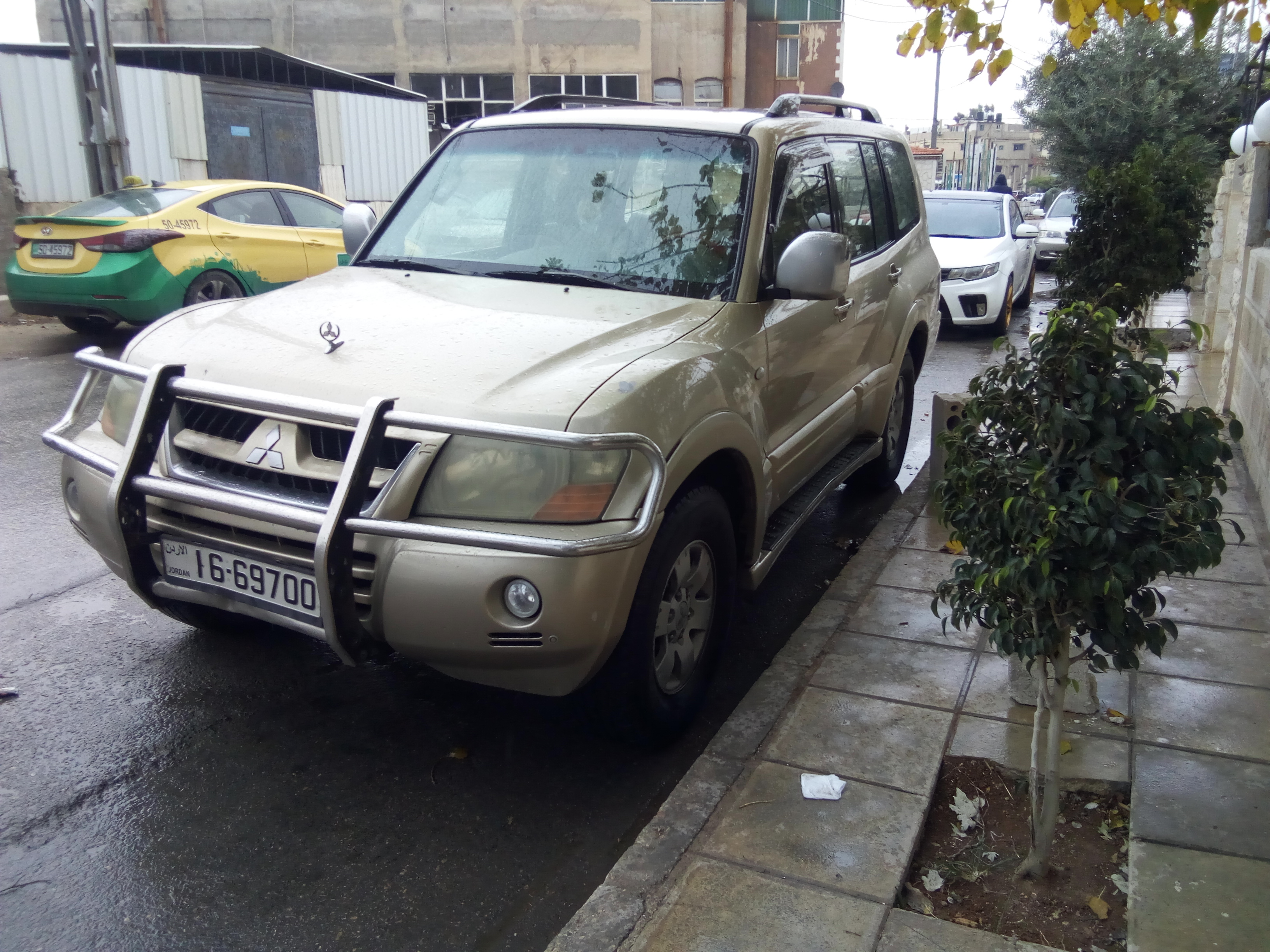 I am selling my neatly used 2017 Lexus lx 570, no accident and full option, expertly used, Gulf specification, The car is very efficient with low mileage. Inter-  ميتسوبيشي باجيرو 2003...
