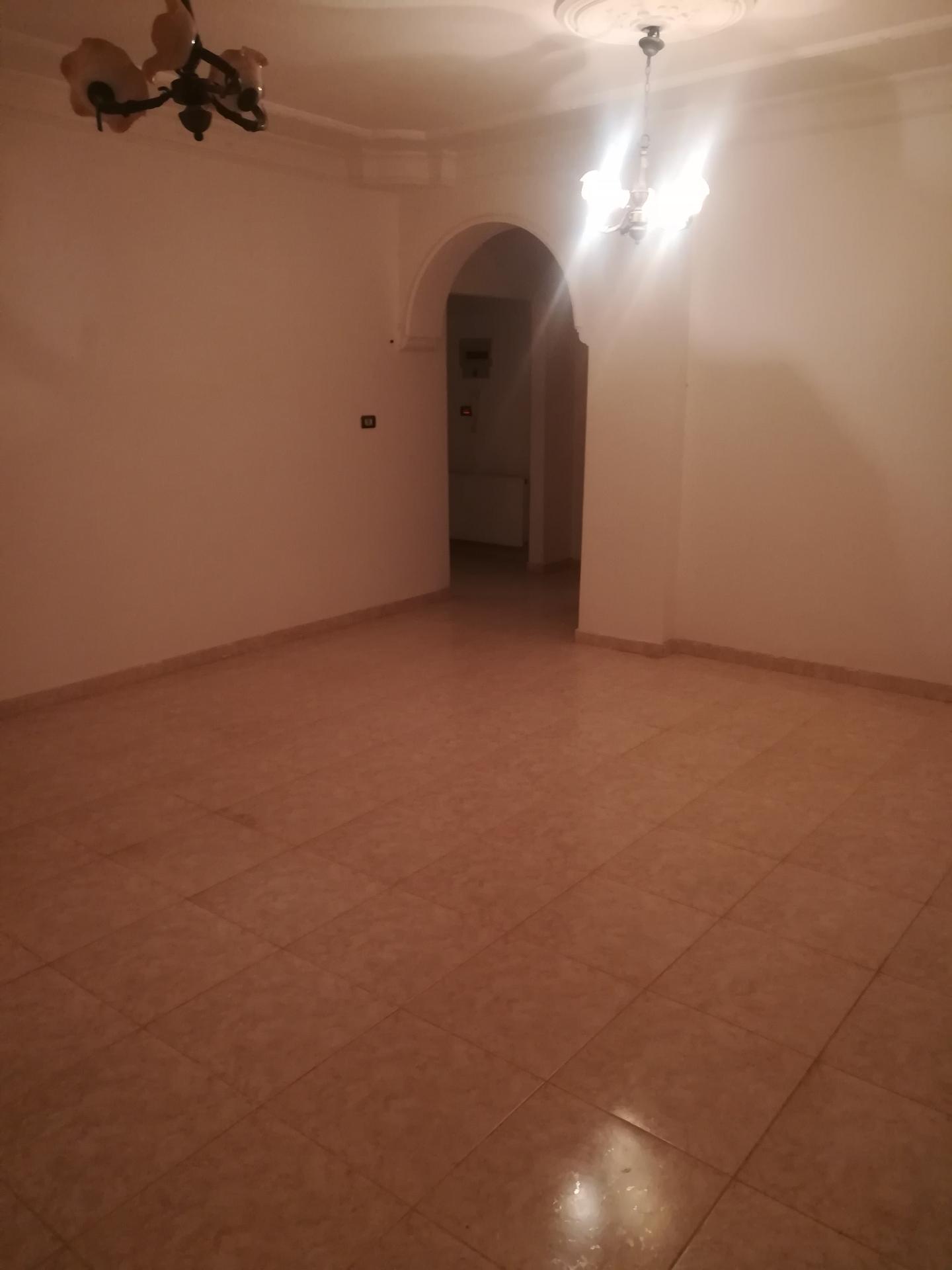 للاجار في أبو ظبي غرفتين ✌🏻وصاله مساحة الغرفه 6/6 والصالة 6/5 مطبخ كبير حمامين شامل ماء و�-  شقة فارغة الايجار 3نوم...