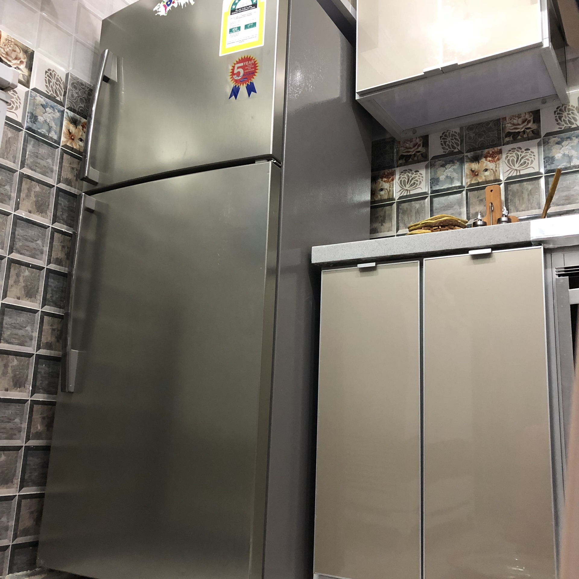 LG latest model fridge with 2doors up and down-  للبيع ثلاجه سامسونج الحجم...