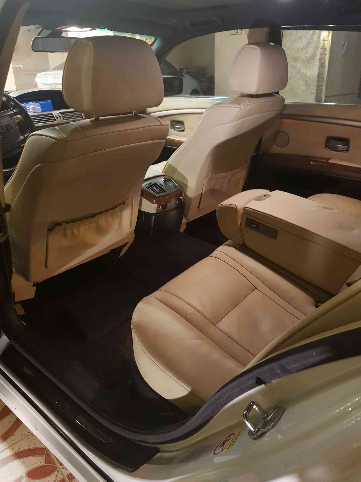 To whom it may concern, I am advertising my 2015 Range Rover Sport HSE for sale, the car is in perfect condition and it runs on low mileage, contact me for more-  بي ام دبليو لا تنسَ أنك...
