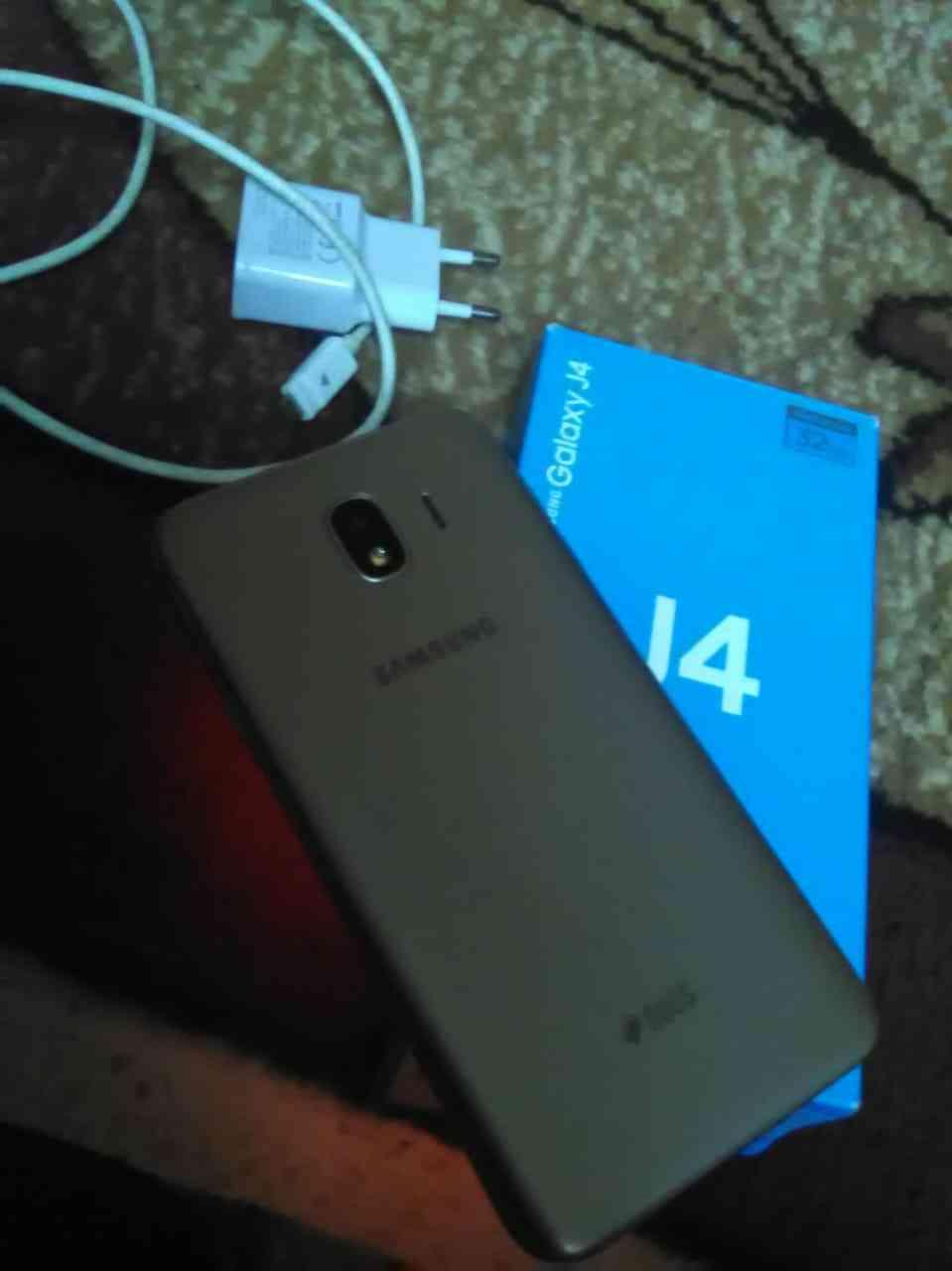 Apple Iphone 8 256GB GOLD COLOUR-  سامسونج J4 بحال الوكالة...