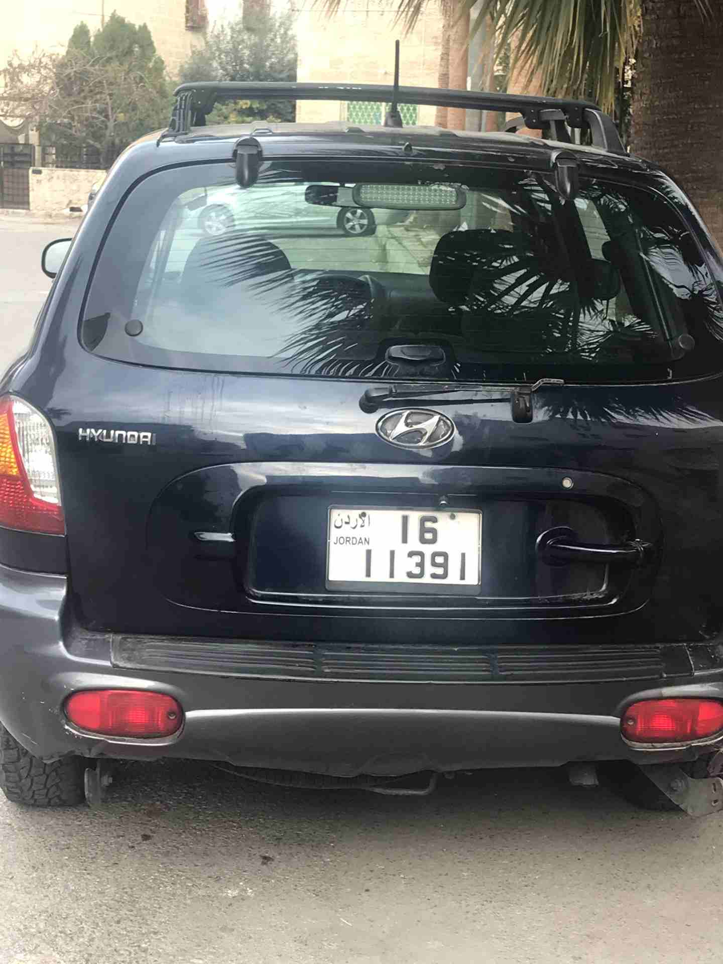 I want to sell my 2015 Lexus LX 570 4WD 4dr, i am moving out of the country, No mechanical Fault, No accident, Single Owner, contact me for more details:Callrob-  هونداي سنتافيه 2004 لا...