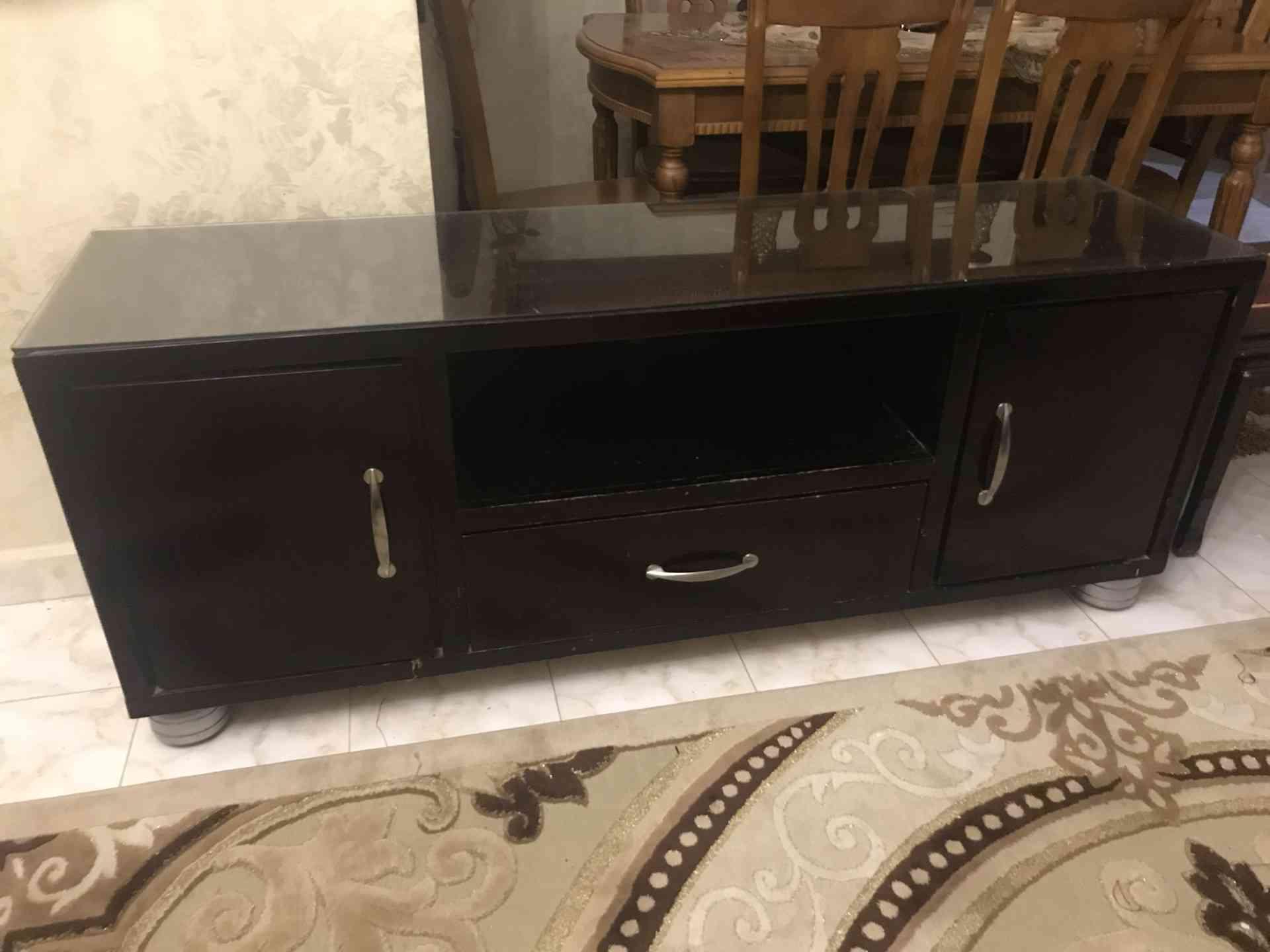 Furniture buyer in Dubai-  طاولة تلفزيون للبيع لا...