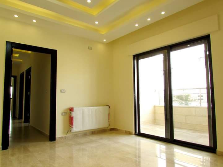 VACANT Exclusive in the Best JBR Tower-  شقه شبه ارضيه مع تراس...