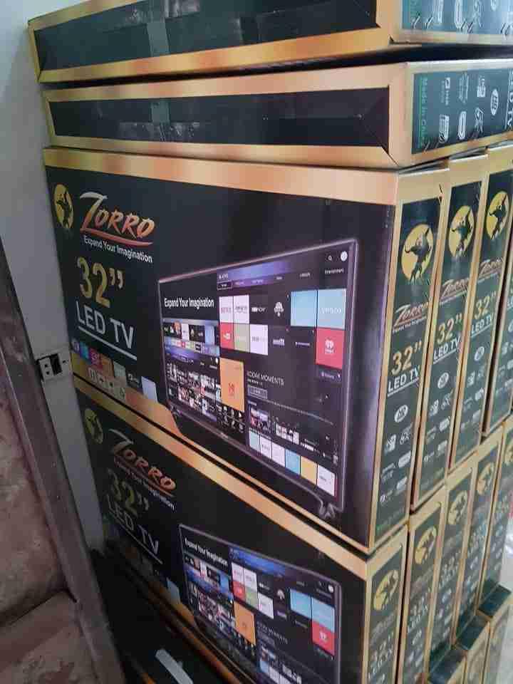 -                          شاشة 32 بوصة Zorro LED...