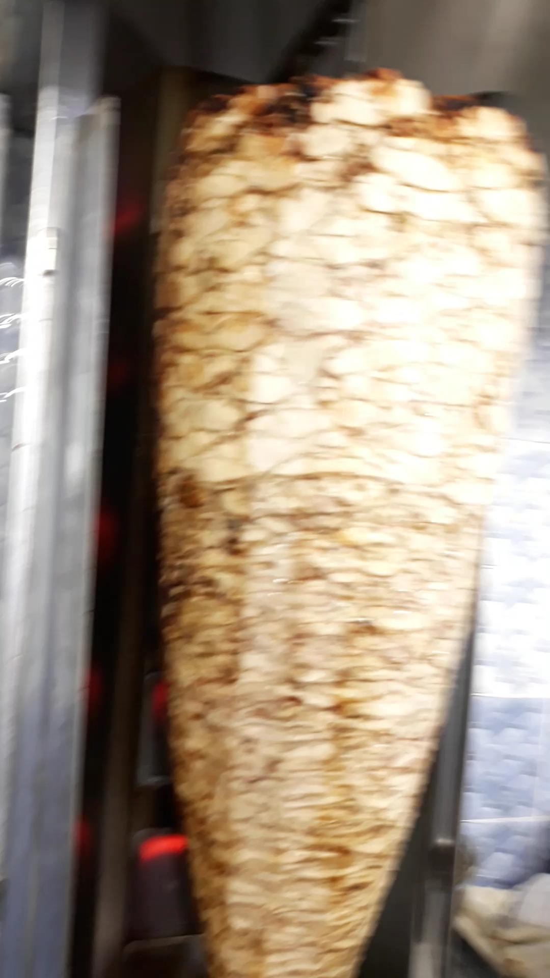 السلام عليكم شيف بيتزا ومعجنات خبرة اكثر من 8 سنوات ابحث عن عمل انا اعيش بالاردن وحابب اش-  ؟ أبحث عن عمل)معلم دجاج...