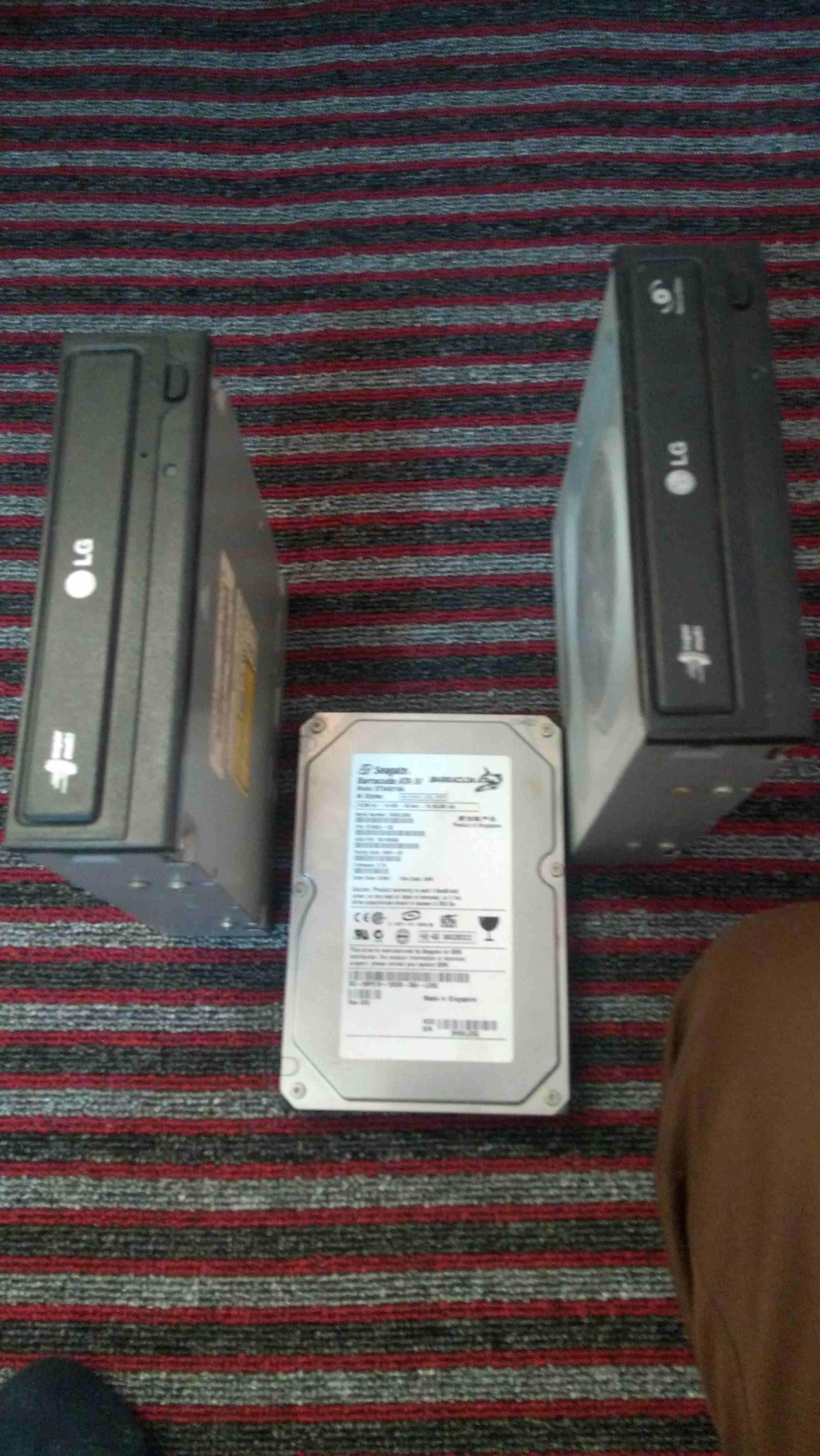 Dell - Inspiron / 16GB RAM, i7, 3.2MHz, 2in1 Laptop-  هاردسك و cd عدد اثنين...