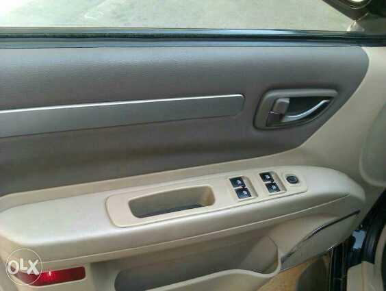 تويوتا كورولا 2012 مستعملة-  كومودو الجديده ترخيص2016...