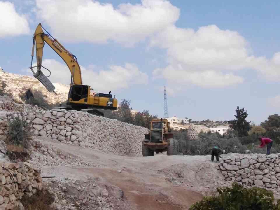 اعمال حفريات وبنية تحتية...