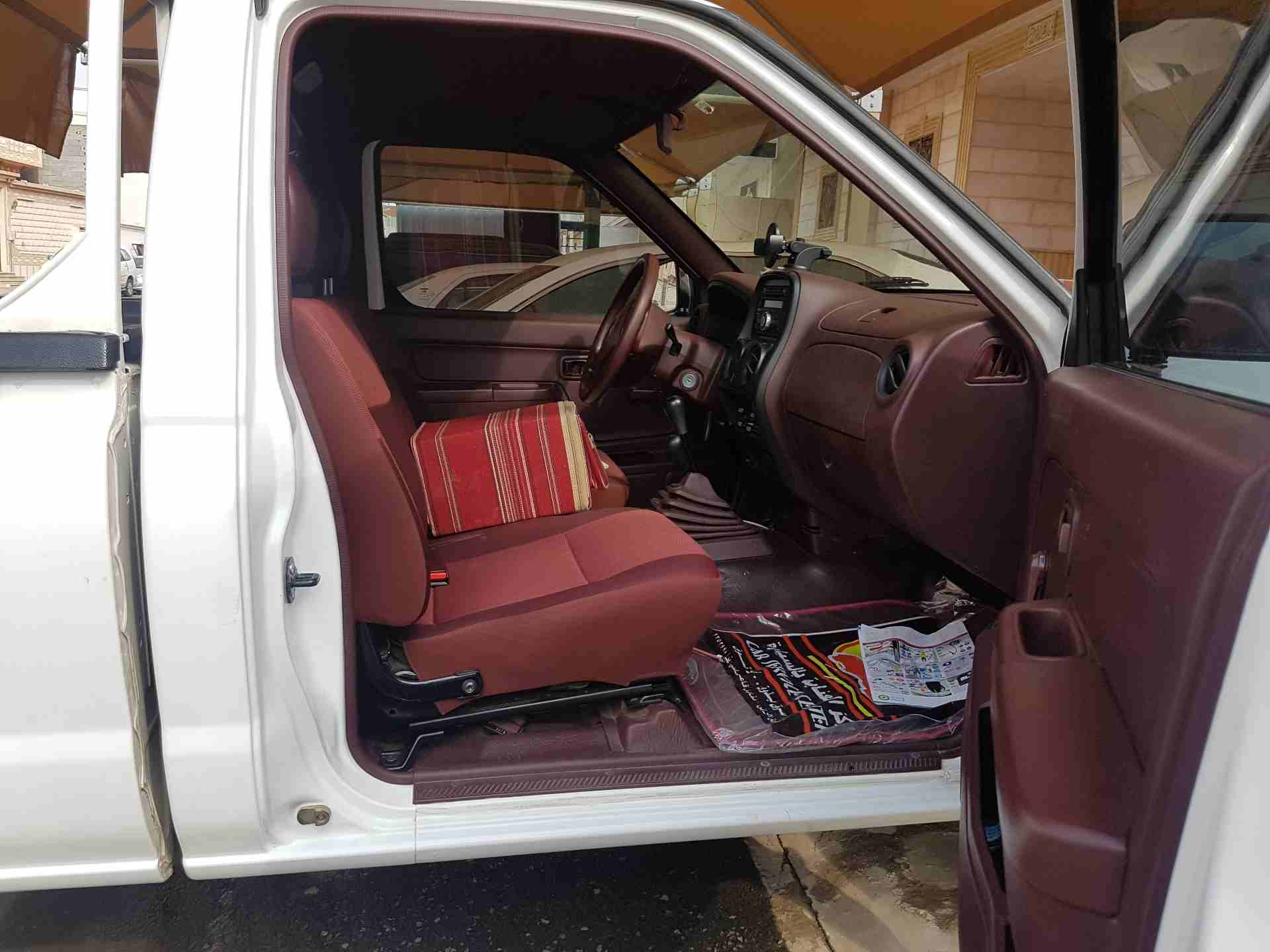 I want to sell my neatly used 2017 Toyota RAV4 XLE, in good and perfect shape for $15,000 USD. Kindly contact me by email if interested. God Bless You. Email : -  ددسن2014 دبل إستعمال...