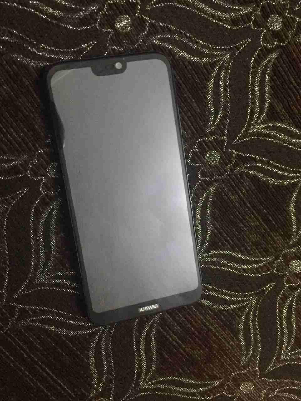 Apple Iphone 8 256GB GOLD COLOUR-  p20 lite للبيع لا تنسَ...