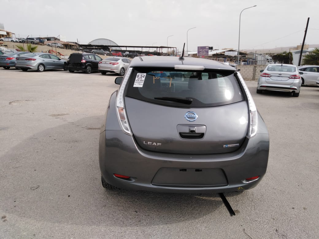 I want to sell my 2015 Lexus LX 570 4WD 4dr, i am moving out of the country, No mechanical Fault, No accident, Single Owner, contact me for more details:Callrob-  2015 Nissan LEAF S بار 12...