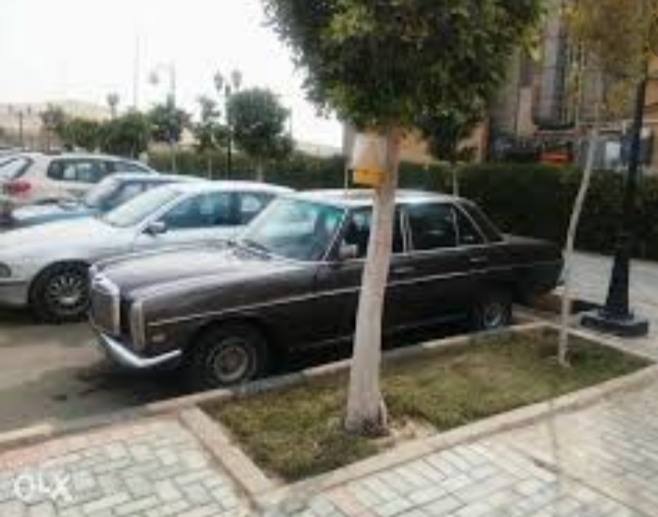 I want to sell my 2015 Lexus LX 570 4WD 4dr, i am moving out of the country, No mechanical Fault, No accident, Single Owner, contact me for more details:Callrob-  مرسيدس للبيع لا تنسَ أنك...