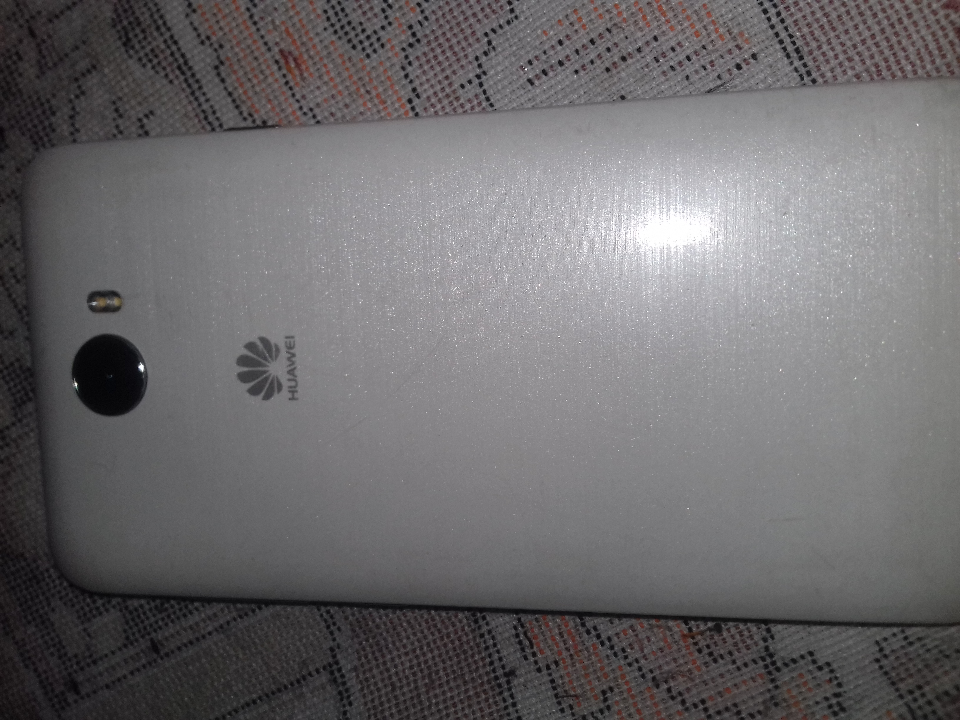 iphone 11 pro max 256GB-  هاتف هواوي بحاله جيدا جدا...