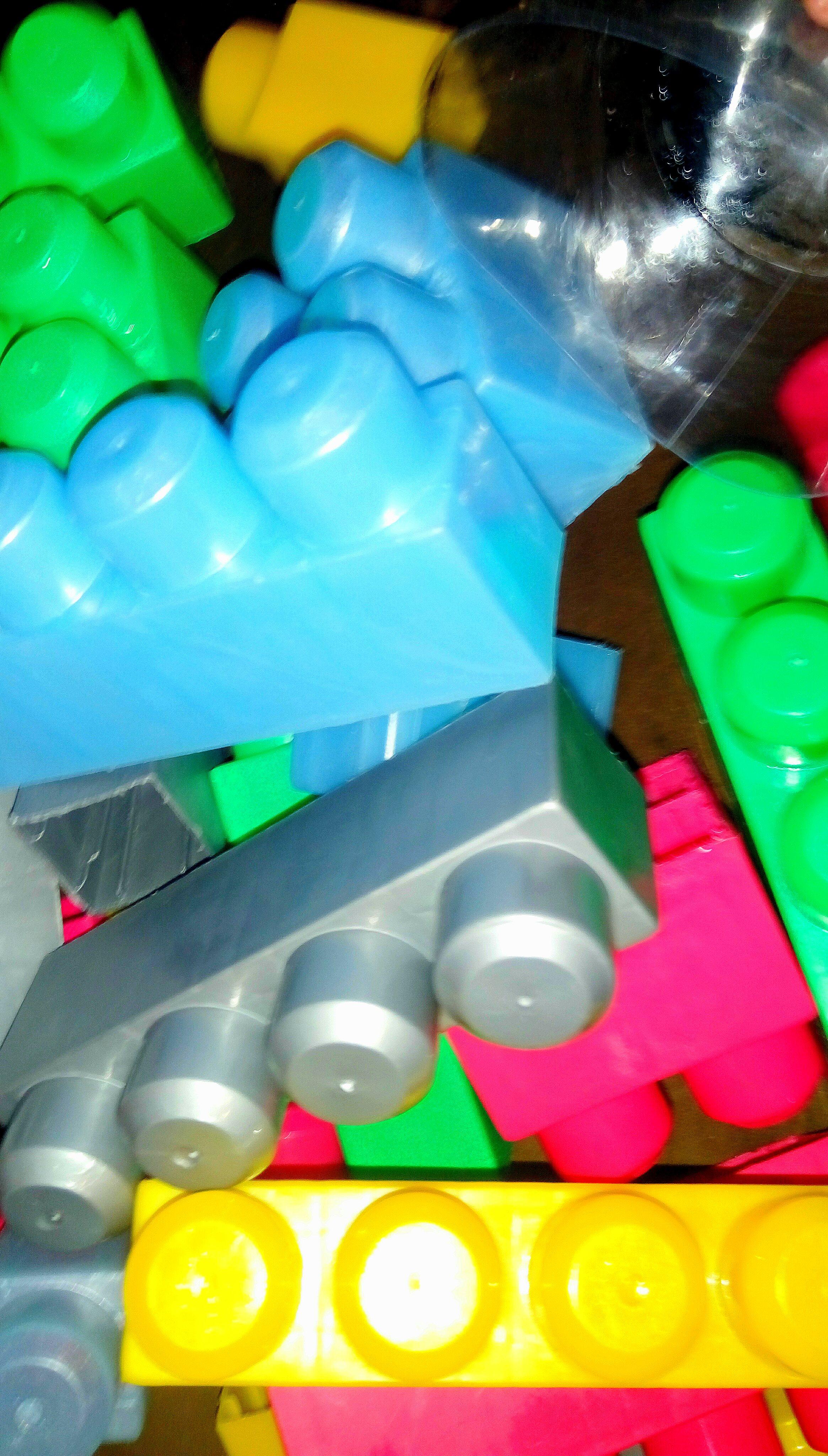 Trampoline Available-  سطل مكعبات ليجو ضخم القطع...