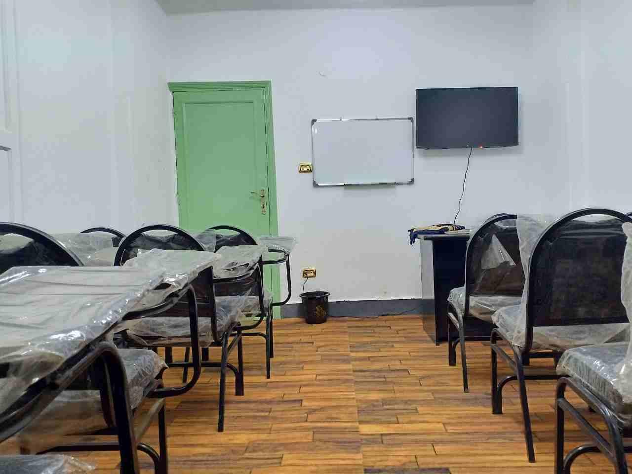 نقدم في منصة المدرسة دوت كوم https://elmadrasah.com/ دورة متميزة في اللغة العربية مكونة من 12 مستوى �-  قاعات مجهزة للايجار لا...