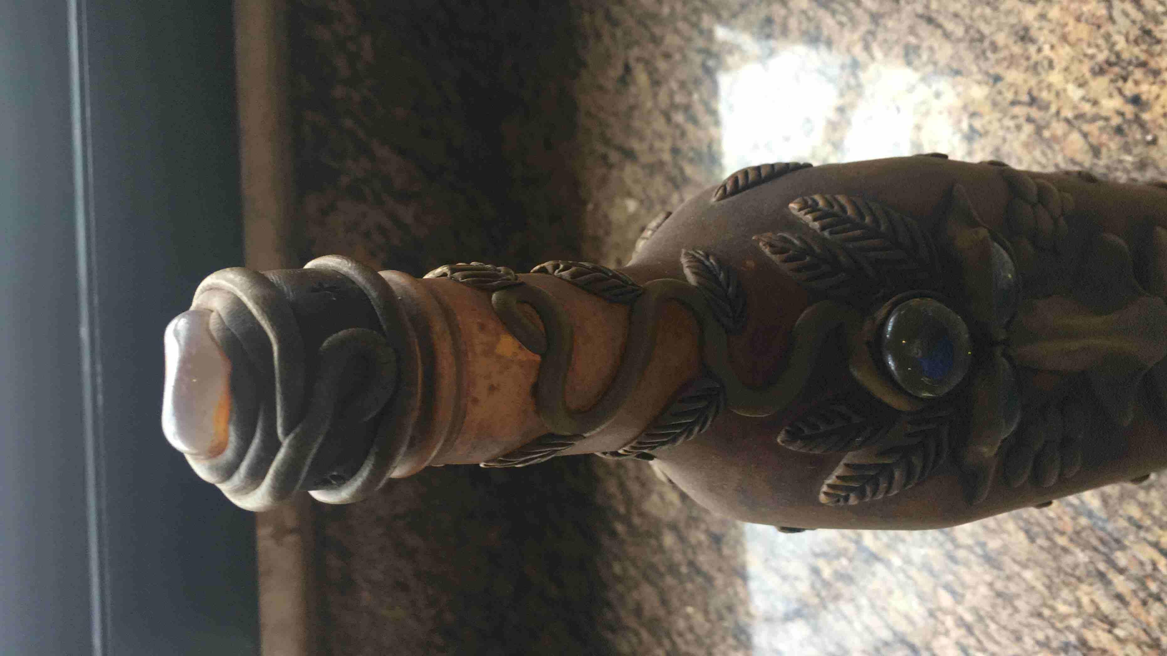قنينة مرصعة بأحجار نادرة   ٩٦١٠٣٠١٢١٠٠